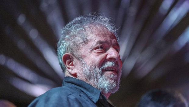 Lula é condenado a 12 anos de prisão em processo sobre sítio