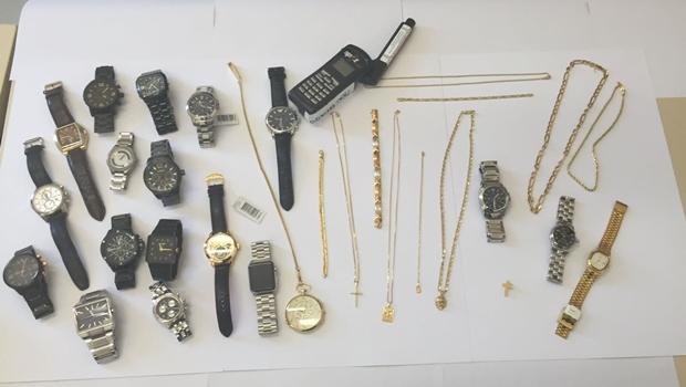 Bispo e padres envolvidos em desvio usavam relógios de grife e correntes de ouro