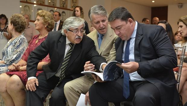 Vitti lança livro em parceria com a UFG sobre história do Legislativo goiano