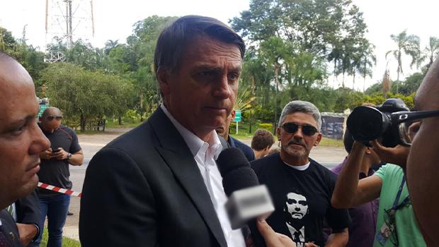 Bolsonaro pode não comparecer a debates no 1º turno e vira alvo de chacota na internet