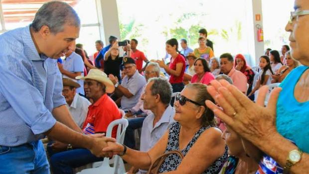 José Eliton entrega benefícios sociais em Cachoeira Alta