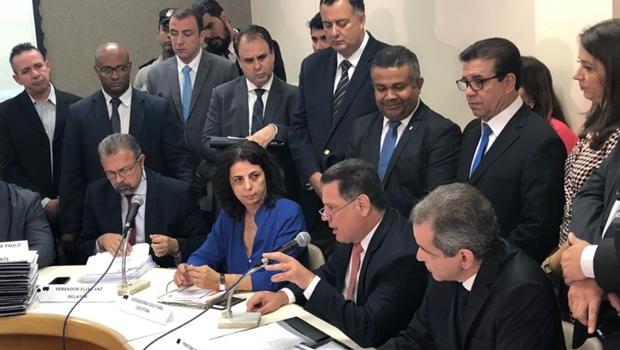 Marconi Perillo presta depoimento à CEI da Saúde