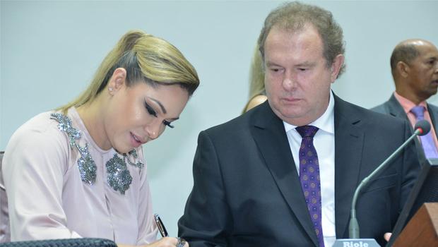 Carlesse pede apoio de deputados para tocar o governo-tampão