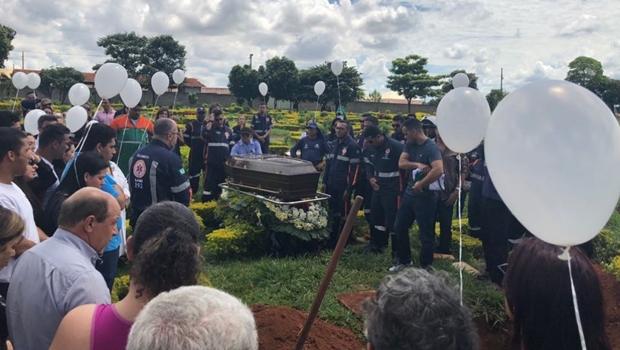 Corpo de m├®dico morto com suspeita de H1N1 ├® sepultado em Goi├ónia