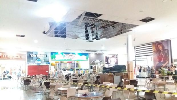 Teto de shopping em Rio Verde desaba e local fica parcialmente interditado