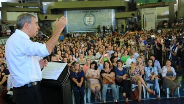 """""""Piso não se discute, piso se paga"""", afirma José Eliton durante evento"""