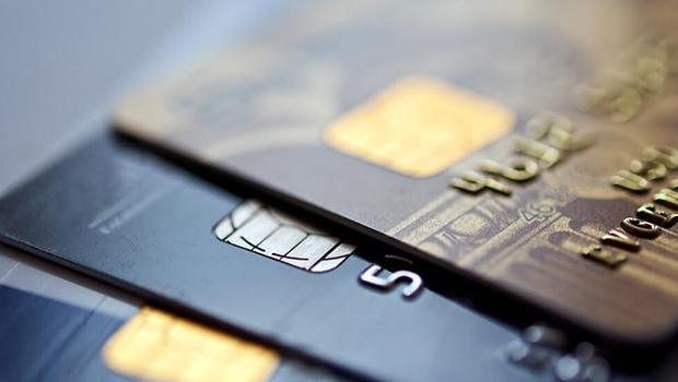 Bancos e operadoras de cartão de crédito poderão ter taxas de juros limitadas