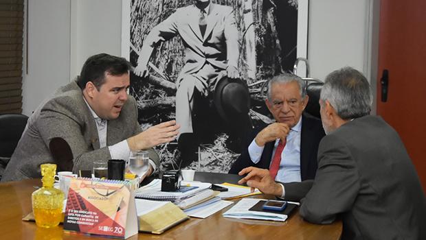 Gustavo Mendanha visita Iris Rezende em Goiânia para discutir projetos