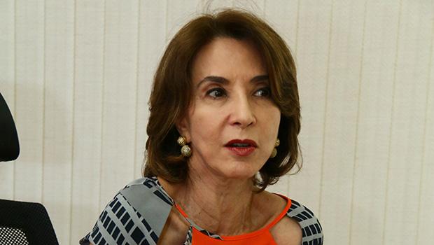 Raquel Teixeira é vice dos sonhos de José Eliton mas deve voltar para a Secretaria da Educação