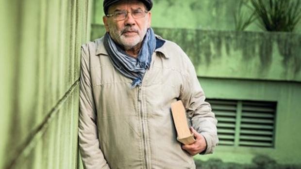 Morre o filósofo Ruy Fausto, quanto tocava piano, em Paris