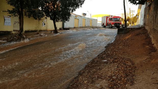 Adutora rompe e moradores de Goiânia ficam sem água