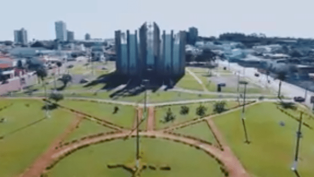"""""""Estamos conseguindo tirar o plano de governo do papel"""", diz prefeito no aniversário de Jataí"""
