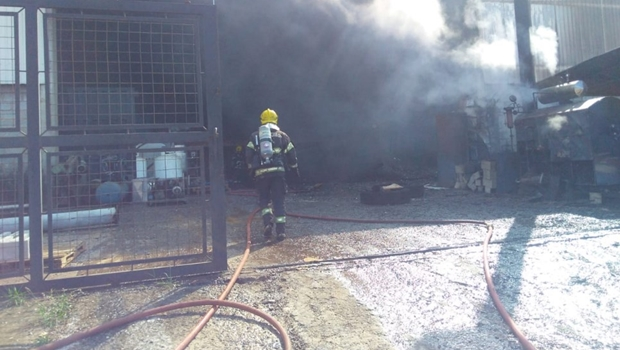 Incêndio atinge fábrica em Goiânia. Veja vídeo