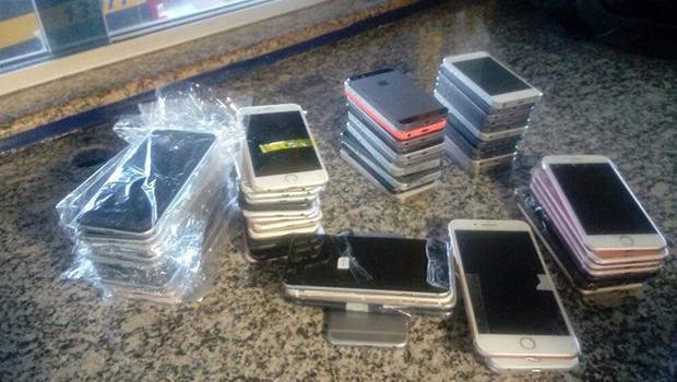 Polícia apreende, no interior de Goiás, dezenas de celulares roubados em outros Estados