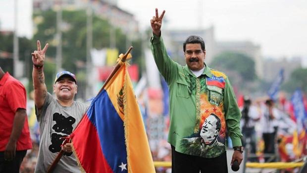 Maradona e Nicolás Maduro - Foto Twitter - editada