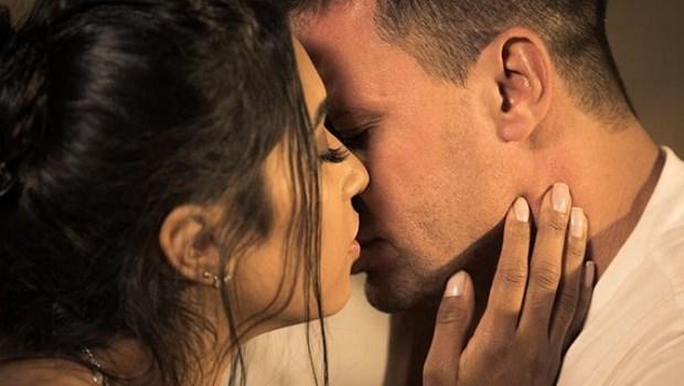Eduardo Costa posta foto em clima de romance e revela identidade de morena misteriosa