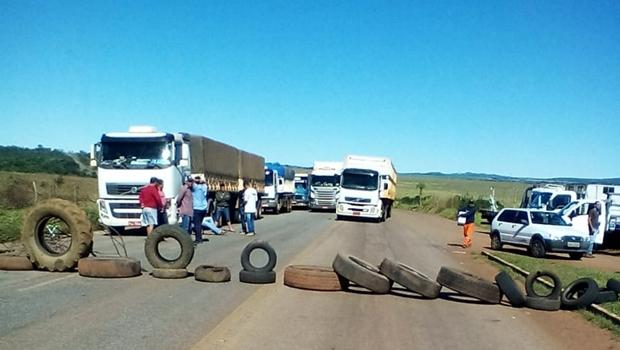 Protesto de caminhoneiros chega ao 3º dia com rodovias bloqueadas em 25 pontos