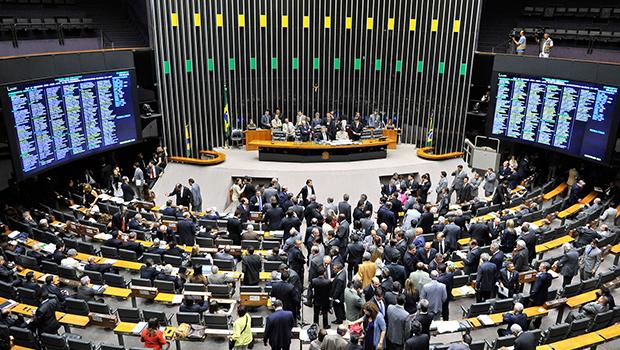 Cláusula de desempenho barra sete deputados do PSL e um do Novo
