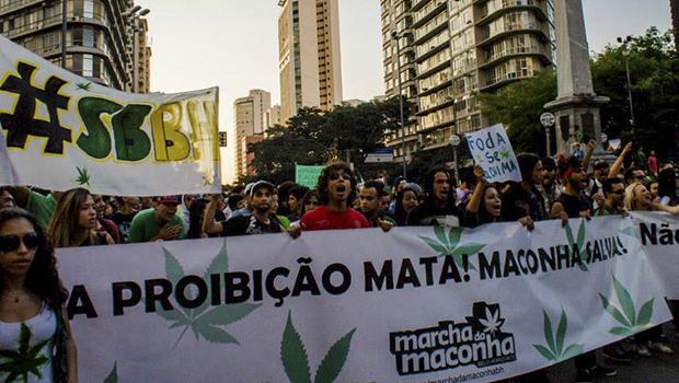 Manifestantes pedem legalização da maconha em marcha neste sábado (5)