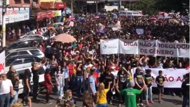 Marcha para Jesus leva milhares de fiéis às ruas de Goiânia