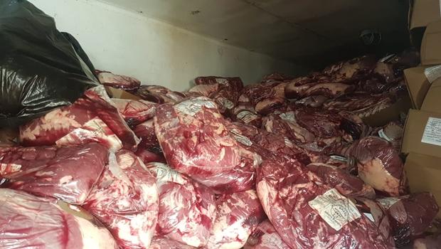 Polícia recupera carregamento de 27 toneladas de carne