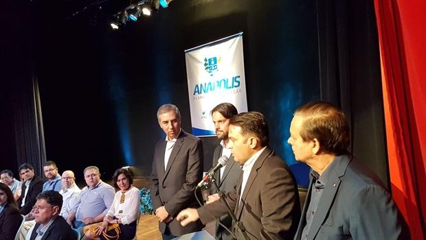 Em Anápolis, Vilela ignora José Eliton e governador responde de maneira republicana