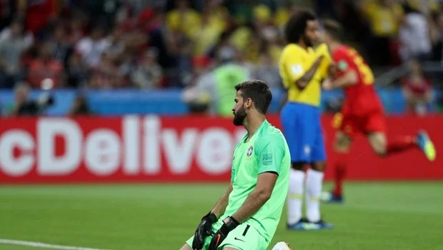 Brasil até tenta se recuperar no 2º tempo, mas é eliminado pela Bélgica