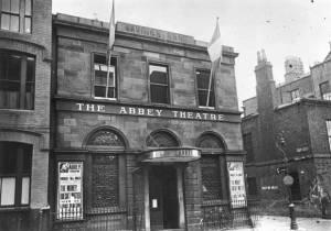 """Com o Abbey Theatre veio """"a linguagem teatral, geralmente mais próxima da vida cotidiana"""""""