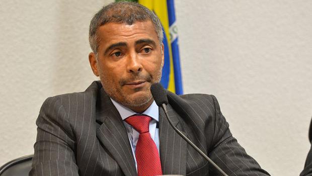 Carros e lancha do senador e ex-jogador Romário são apreendidos no Rio de Janeiro