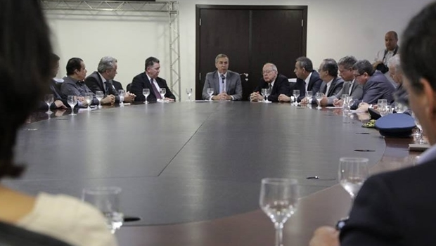 """José Eliton: """"Governo olha para as contas do Estado, enquanto oposição mira eleições"""""""