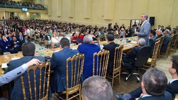 Em congresso das Assembleias de Deus, José Eliton ressalta importância da igreja no trabalho social