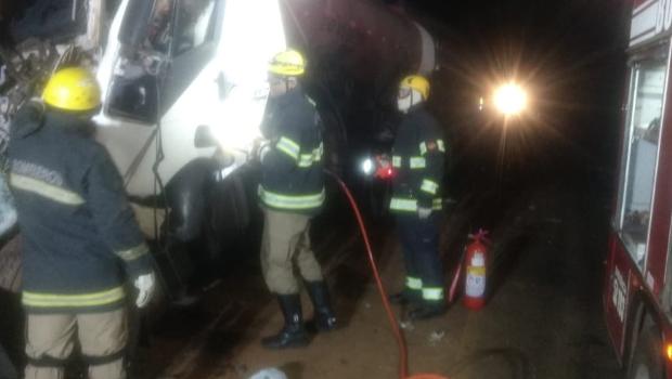 Motorista morre em acidente entre duas carretas na BR 364, em Mineiros