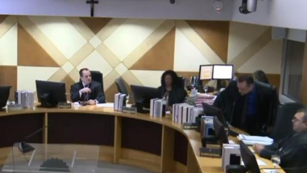 Divergência entre juízes eleitorais termina em bate-boca e abandono de plenário