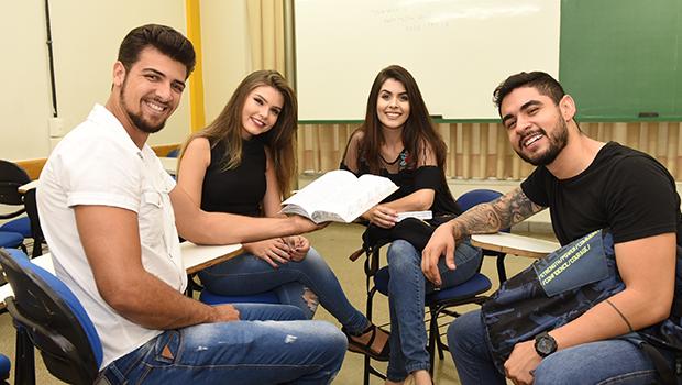 OVG garante 10 mil vagas do Programa Bolsa Universitária para estudantes
