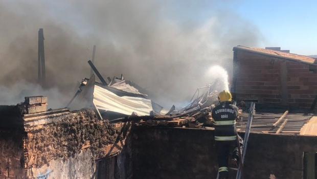 Casa pega fogo no Setor Estrela Dalva, em Goiânia. Veja o vídeo
