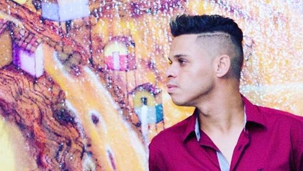 Em áudio vazado, cantor gospel revela que é gay e gera polêmica. Ouça