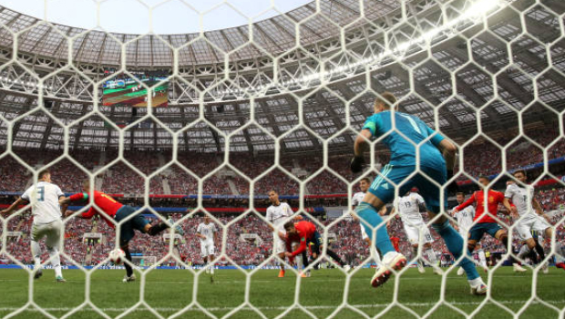 Em primeira decisão de pênaltis, Rússia tira Espanha da Copa do Mundo