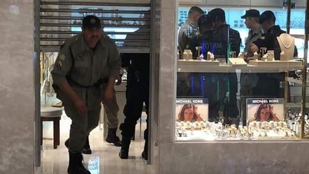 52fef0536e0 Rotam chega a suspeitos de roubo a joalheria no Goiânia Shopping ...