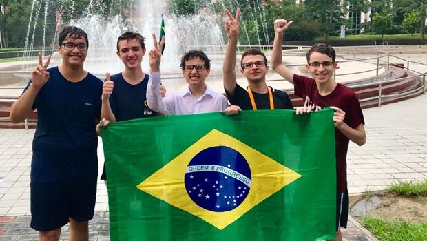 Aluno de Goiânia ganham medalha de prata na Copa do Mundo de Física