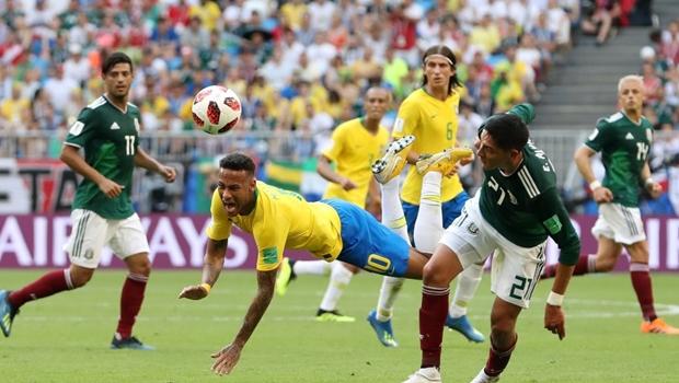 """Com fama de """"dramático"""", Neymar é o jogador que mais rende cartões a adversários"""