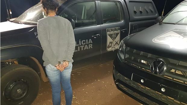 Mulher é presa com mais de 70 kg de droga em ônibus na GO-206