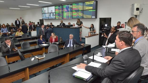 Assembleia volta do recesso com plenário ainda em reforma