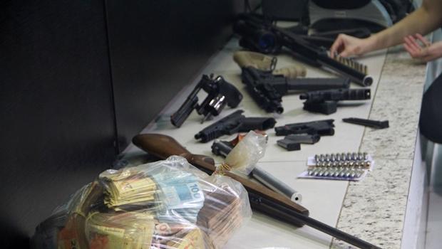 Polícia Civil derruba quadrilha de Goiás que traficava armas e drogas para RJ e SC