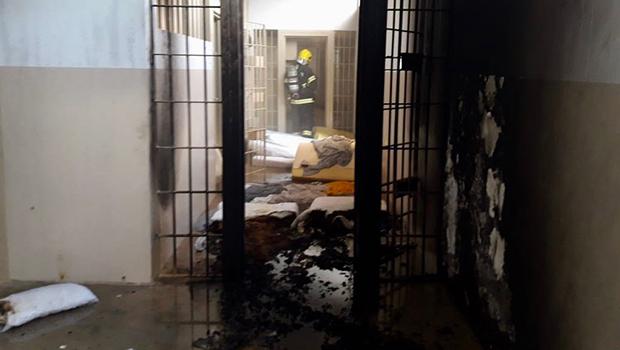 Incêndio atinge presídio estadual em Formosa. Veja fotos