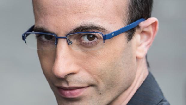 Yuval Harari diz que, potência pacífica, Brasil pode ajudar a melhorar o mundo