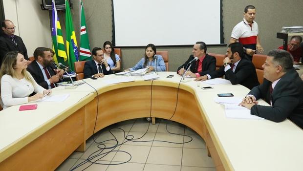 Câmara arquiva pedido de impeachment contra prefeito Iris Rezende