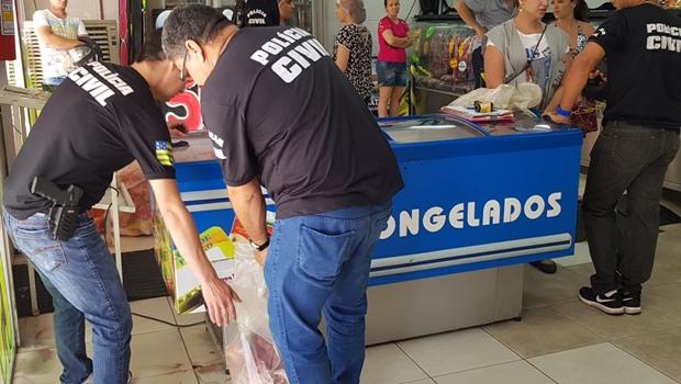 Polícia apreende duas toneladas de carne estragada que era vendida em açougue de Goiânia
