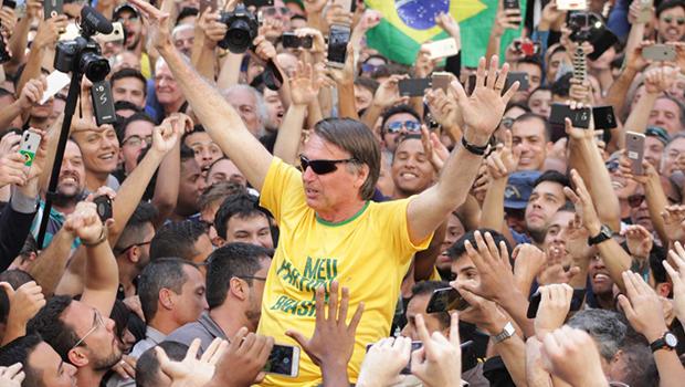 Bolsonaro teve artéria e intestinos atingidos por faca, foi operado e segue estável