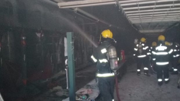 Bombeiros combatem princípio de incêndio em lavanderia de Goiânia