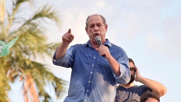 """Em Goiânia, Ciro Gomes chama Bolsonaro de """"nazista"""" e diz que """"revolta sem causa é violência"""""""